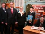 С.М. Миронов в гостях в школьном музее Боевой славы.