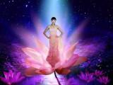 Что может быть красивей женщин и цветов?!