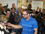 Вручение медалей директору школы №667 Невского района Санкт-Петербурга, в котором существует музей `Спорта`