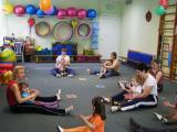 Занятие группы раннего возраста с использованием психолого-педагогической технологии Навстречу друг другу (автор Попова М.Н.), способствующей эмоциональному сближению родителей с детьми.