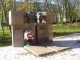 Памятник Фогелю и Петрову