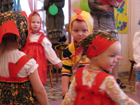 Малыши поздравляют мам и бабушек! - Татьяна Сергеевна Азарова