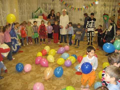 Добрый Дедушка Мороз детям шарики принес! - ГБДОУ детский сад №48