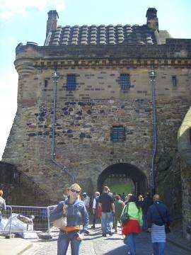 Замок переполнен туристами - Наталья Александровна Гуила