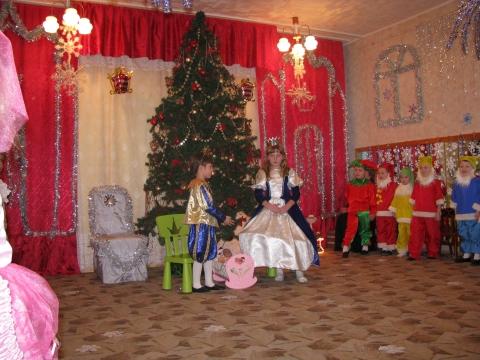 Оформление зала к новогодней сказке `Спящая красавица` (ДОУ №68).2009 год  - Управление  детским садом