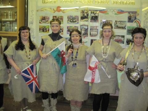 Учителя английского языка в костюмах кельтов - Муниципальное образовательное учреждение средняя общеобразовательная школа № 7 г.Елизова