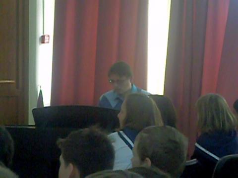 Руководитель хора 350-й школы И.В.Печказов - Средняя школа № 13 с углублённым изучением английского языка