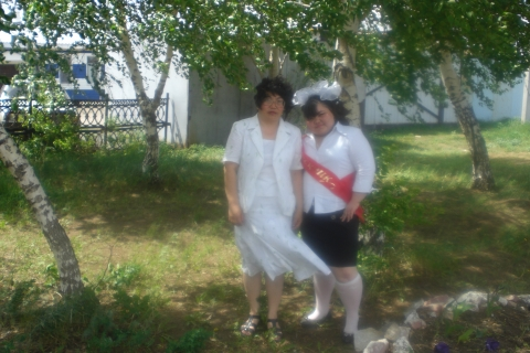 я и моя доченька Зарина выпускница 11 класса - Аманбике Смагуловна Баймухаметова