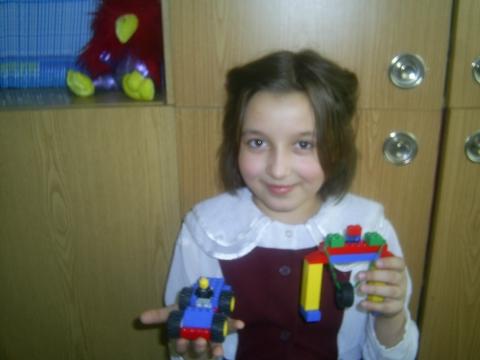 Настя со своей работой - Татьяна Николаевна Колёнова