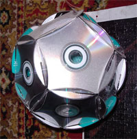 Зеркальный шар из дисков своими руками