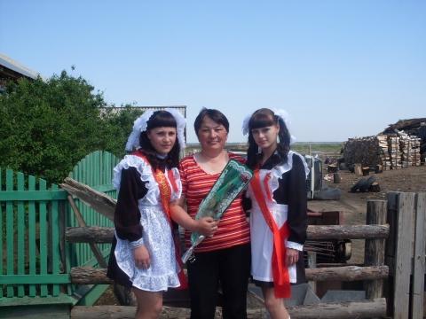 С первой учительницей - Муниципальное общеобразовательное учреждение Усть-Уйская средняя общеобразовательная школа