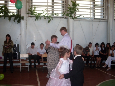 Прощальный вальс с классной мамой - Муниципальное общеобразовательное учреждение Усть-Уйская средняя общеобразовательная школа