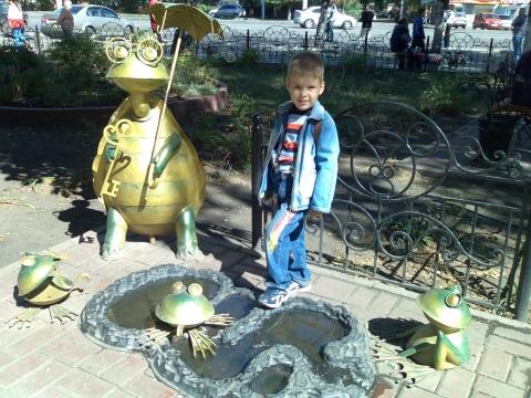 На прогулке возле дет.магазина Буратино - Юлия Александровна Капустина