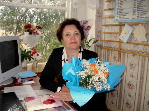 Цветы от благодарных учеников - Людмила Александровна Матченя