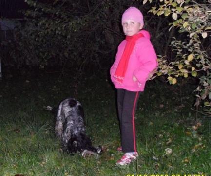 Внучка на прогулке с Чарли - Наталия Дмитриевна Хренова