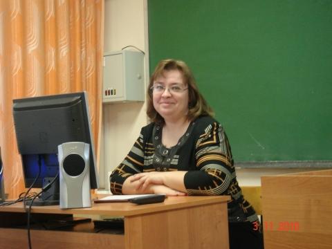 Наталья Владимировна осуществляет техническую поддержку педсовета - Средняя общеобразовательная школа 570