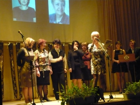 Лауреаты в номинации`Лучший классный руководитель-2009` - Александра Николаевна Литвинова