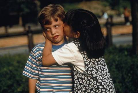 А говорят первый поцелуй-это так приятно... - Татьяна Петровна Писаревская