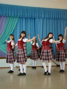 Старшая группа танцевальной студии - муниципальное общеобразовательное учреждение `Средняя общеобразовательная школа № 1` города Заозёрного