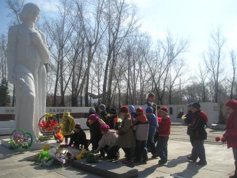 На мемориале `Вечная слава` - Елена Геннадьевна Бутенко