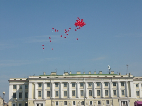 Свадебные шары над Дворцовой площадью - Прекрасное рядом!