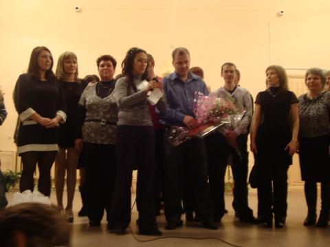 Поздравление с цветами - Муниципальное образовательное учреждение Северокоммунарская средняя общеобразовательная школа
