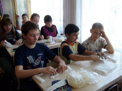 Изготовление ватно - марлевых повязок - МКОУ `ООШ № 9`
