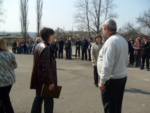 Сдача рапорта директору школы - МКОУ `ООШ № 9`