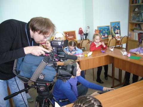 Съемочная группа берет интервью у воспитанников студии - ГОУ СО школа 323 Культурно-образовательный Центр `Оккервиль`