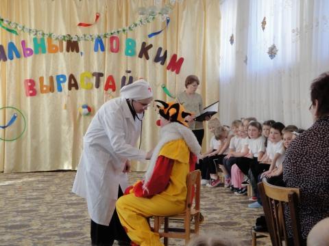 Доктор Айболит и Петрушка - ГБДОУ №85