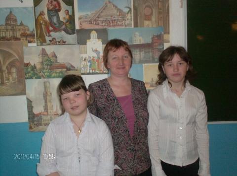 на фоне выставки - Светлана Ивановна Шевченко