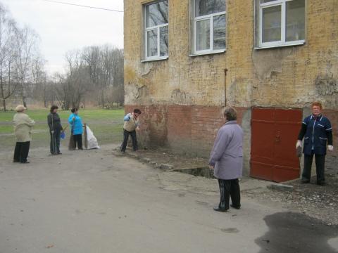 Работники столовой  тоже не отстают... - Муниципальное общеобразовательное учреждение средняя общеобразовательная школа № 2 г. Немана