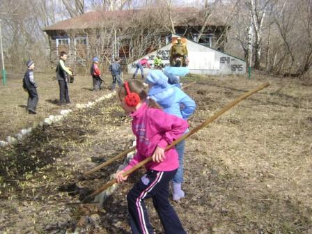 Пятиклассники ухаживают за памятником погибшим в ВОв - Елена Георгиевна Степанова
