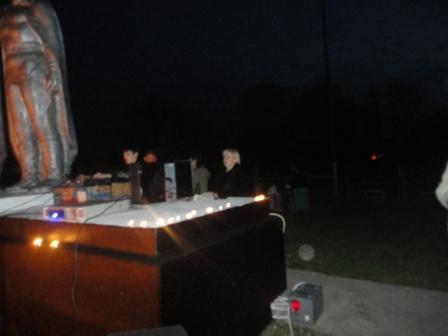 свечи на основании памятника - Татьяна Витальевна Донцова