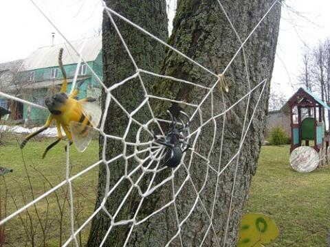 Как сделать паука для украшения сада - HubertHaas