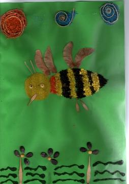 Любят потрудиться.  Пчелку сделали дети старшей группы...  На занятии легко.  И пчела готова!  Наши дети, молодцы.