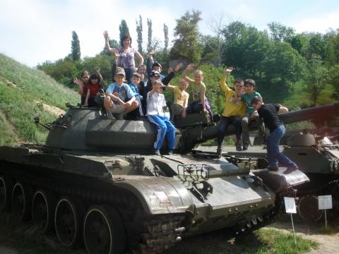 Я с ребятами в музее боевой  славы - Инна Александровна Добренко