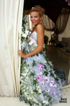 Невеста в платье из живых цветов - Галина Ивановна Волченкова