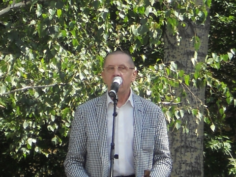 В. Золотухин читает стихи у памятника Шукшину 22.07.2011 - Елена Александровна Глазина