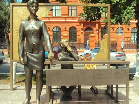 Памятник учительнице в Белгороде - Валентина Ивановна Афанасенко