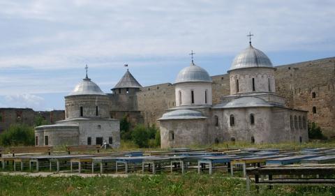При Иване III в России появились две крепости по имени Ивангород. Первая крепость была построена нап - Татьяна Викторовна Стукалюк