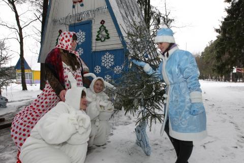 У домика Деда Мороза - Наталья Григорьевна Пригожая