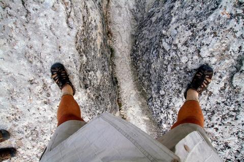 Над расщелиной