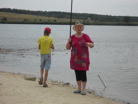 Я с внуком ловлю рыбу!