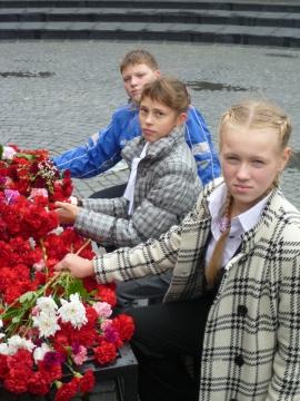 Возложение цветов - Средняя общеобразовательная школа 570