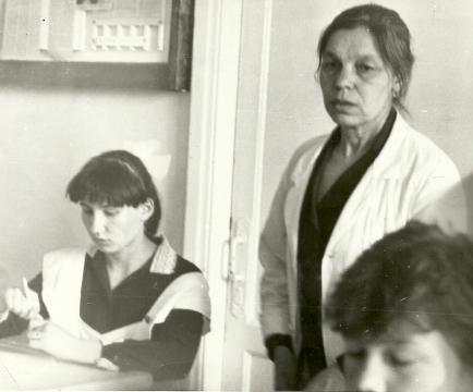 Екатерина Ивановна Новосельцева, завуч  - Илюза Таджиковна Кривицкая