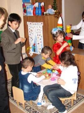 В детском доме. Играем с малышами в группе. - Елена Васильевна Селезнева