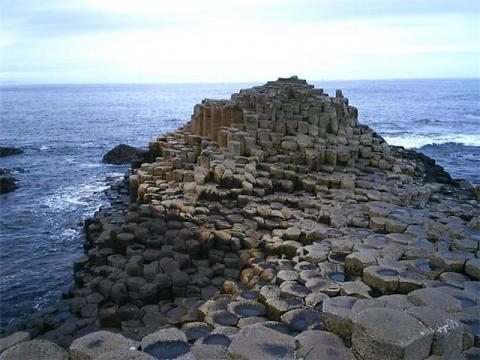 Побережье Мостовая гигантов в Ирландии: Природное явление.