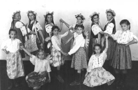 Танцевальный коллектив школы - Акимовская общеобразовательная школа №1