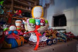 Женская фигура символизировала Мать-Землю-Берегиню. - Марина Геннадьевна Пиксаева